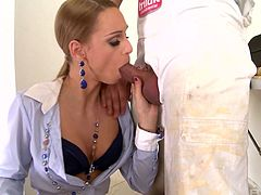 Whore wife Erica Fontes gets intimate with one kinky worker