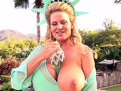 Kelly Madison is a naughty blonde who loves to masturbate