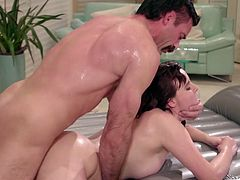 Horny masseuse Jay Taylor pleases her client at the highest level