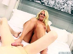 Huge-titted blondie Alura Jenson having her coochie boinked