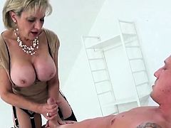 Unfaithful english milf lady sonia shows her huge jugs35PiR