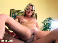 Horny Sindee Jennings squirting while getting fucked by monster meat rod