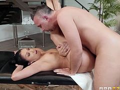 Lay down, relax, and enjoy watching and wanking to this luscious hispanic beauty getting good and greasy. Boobs, butt and other lady-parts are at their prettiest when shimmering with slick oil. Join and enjoy one really special sex session right on the massage table!