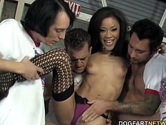 Jayla Starr Does Gangbang With A Group Of White Men