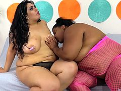 Two sexy BBWs enjoys sucking and licking each other Then they take sex toys like a dildo and a vibrator and tease each others pussy and enjoy orgasm