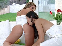Bodacious lesbian Frida Sante can't stop eating delicious pussy of sexy girlfriend