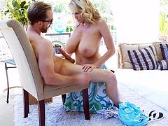Kelly Madison seduces a fellow with her stunning body