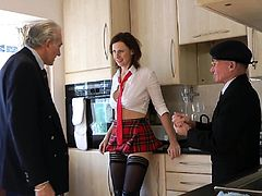 Mature english milf pussyfucked in threesome