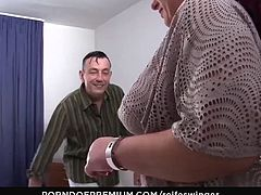REIFE SWINGER - Dirty mature threesome with inked German swinger Lea Luestern
