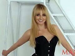 Melissa Rauch's Maxim photo shooting - behind the scenes