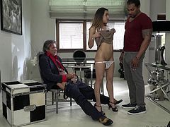 Esperanza Del Horno knows what to do to get the lead in the project. Right during the casting, the hot babe kneels down and sucks main director's dick. Good plan!