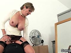 Cheating british milf lady sonia unveils her enormous breast
