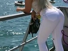 Amazing Jelena show her ass in tight jeans
