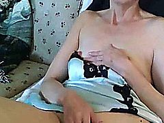 Great Amateur Video Of Mature babe toying her old pussy