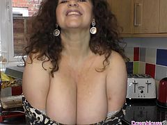 Brunette mature woman with big natural tits showing downblou