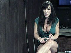 Lisa Ann admits to being a dominate, but the tables are turned here. Restrained, she has her tits played with and pussy is given ample attention with a vibrator and finger Lisa Ann is just Babe-olicious!