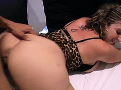 Sara delicious eternal whore, new video of the unsurpassed mommy slut Sara Jay, it is fantastic to see how she swallows and rides this cock, obviously then savor all the milk, delicious mommy